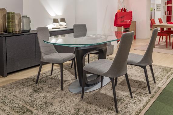 Calligaris tavolo orbital e sedie etoile vallatinnocenti for Tavolo orbital calligaris offerte