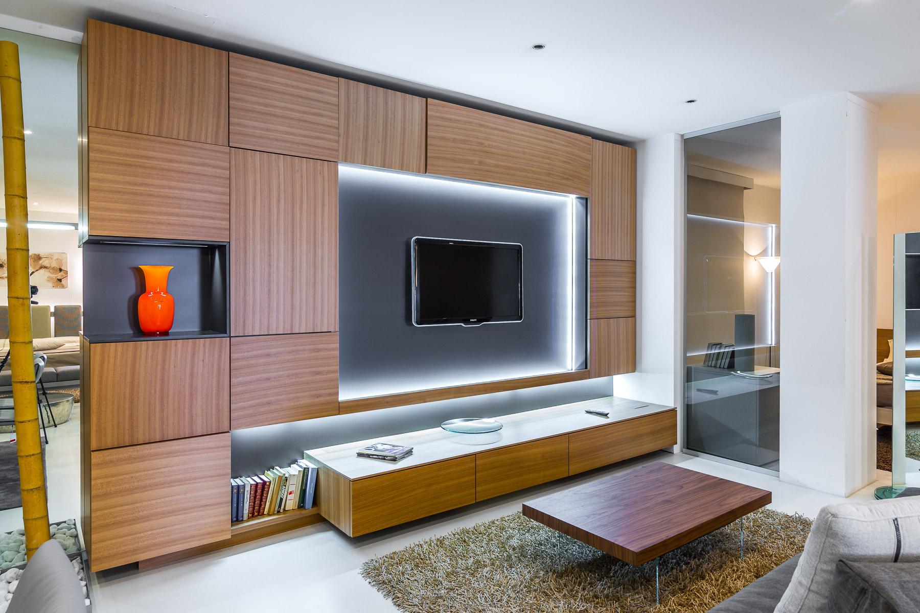 Turati t4 parete attrezzata cinema con proiettore e telo for Parete tv attrezzata
