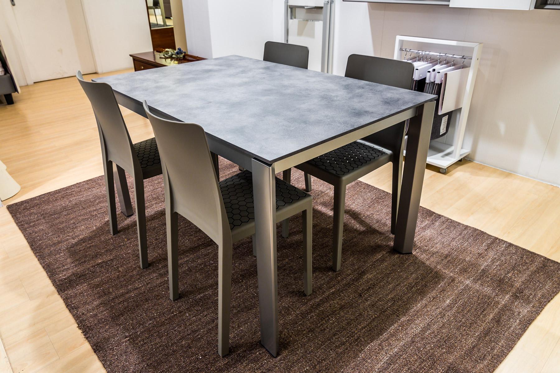 Calligaris tavolo duca 4 sedie ms4 vallatinnocenti for Tavolo cemento calligaris